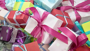 Send Giftsfrom UK to Pakistan at Cheapest Rates